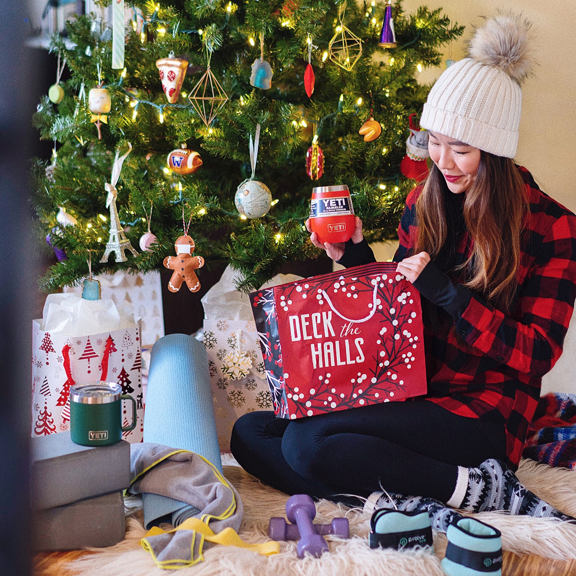 2020 holiday gift guide workout fitness athleisure stay at home activewear Yeti beanie plaid flannel home gym yoga weights women men