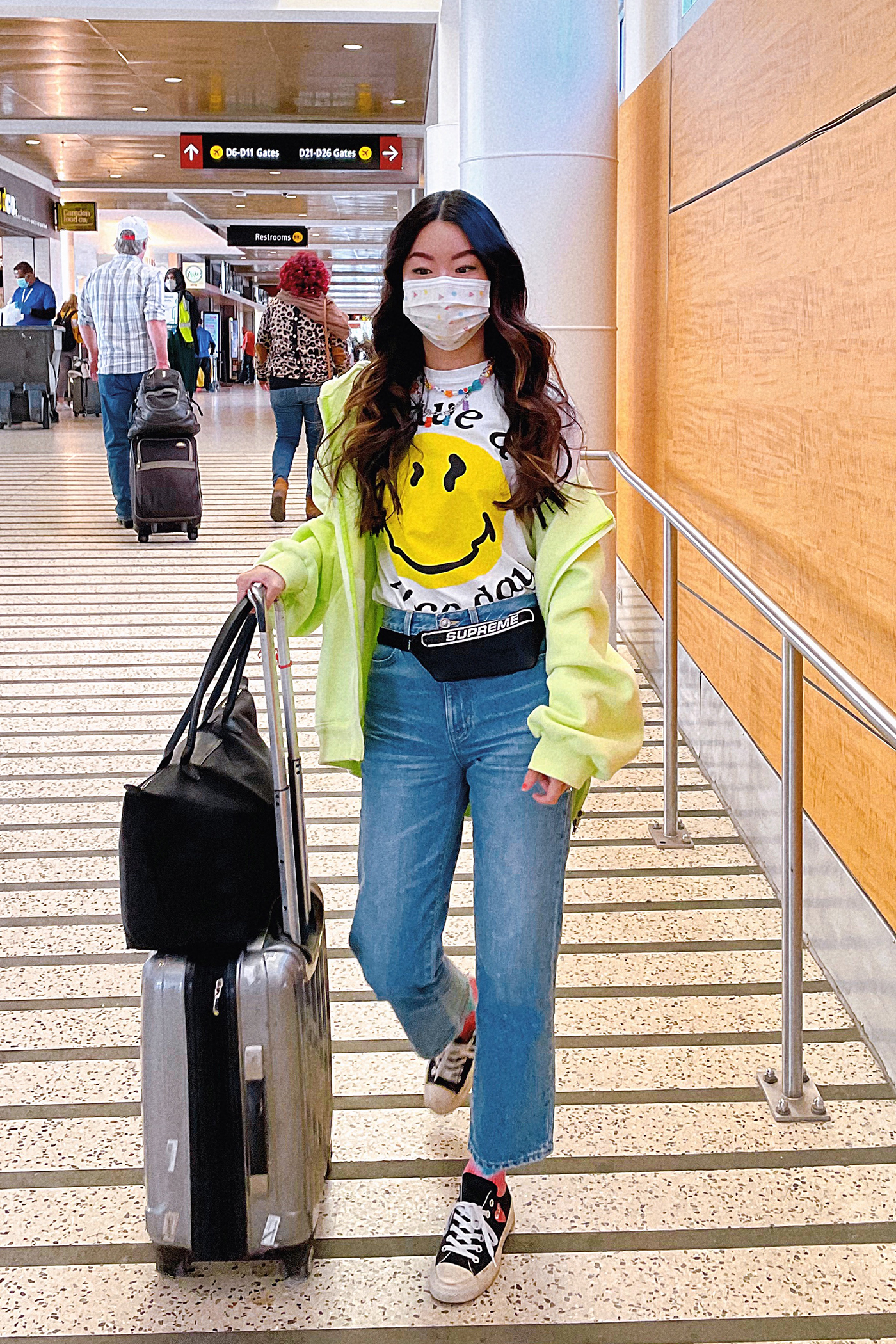 casual travel airport outfit