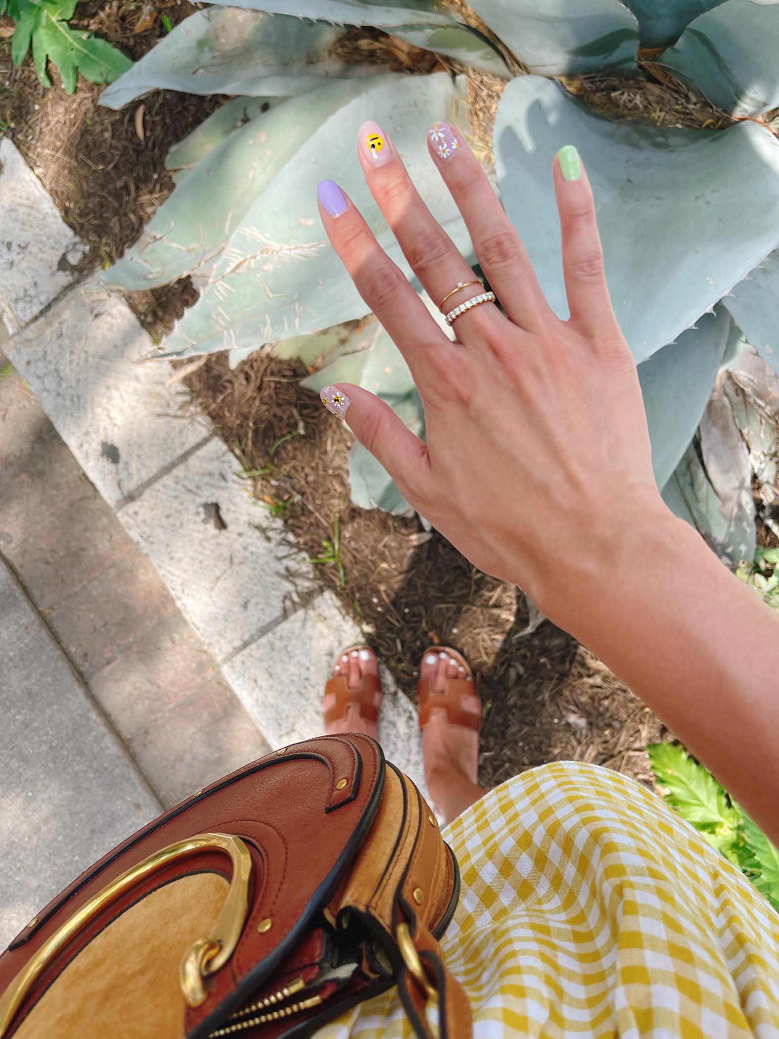 daisy manicure nail art